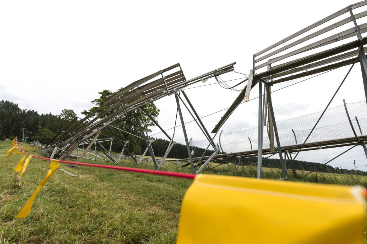 Bouřka zničila v zábavním parku i bobovou dráhu