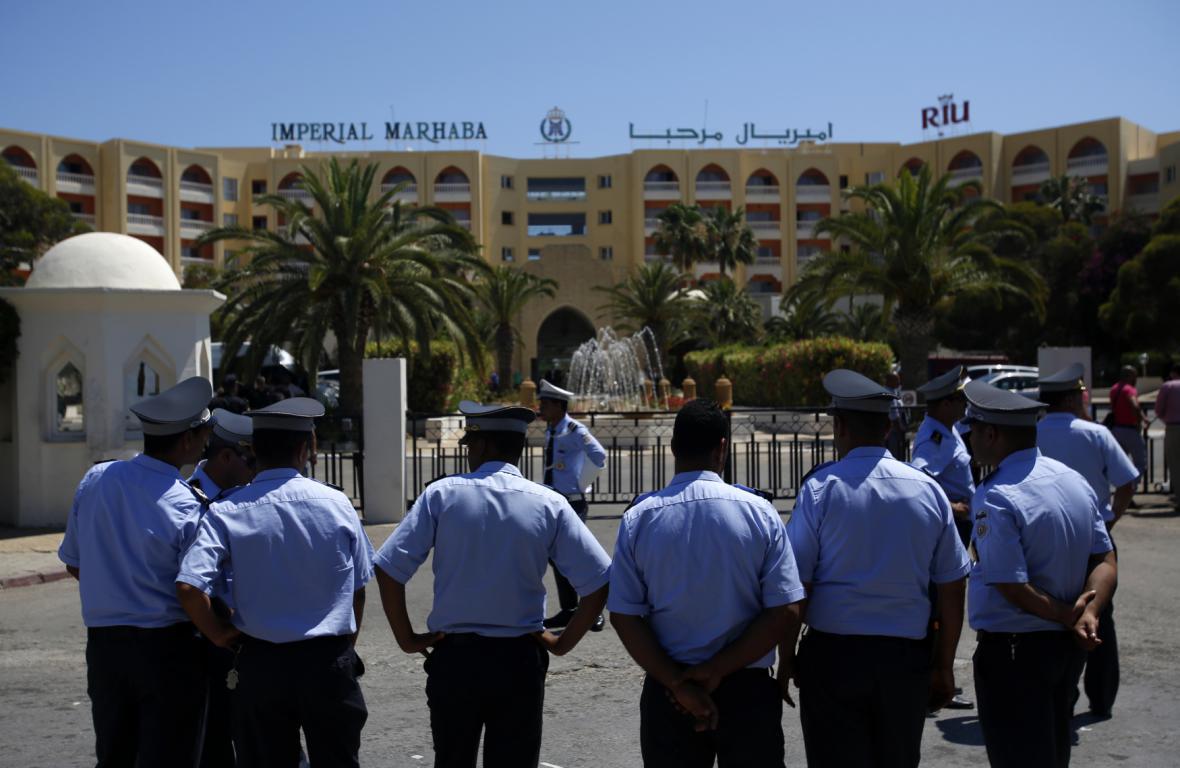 Policisté před hotelem Imperial Marhaba