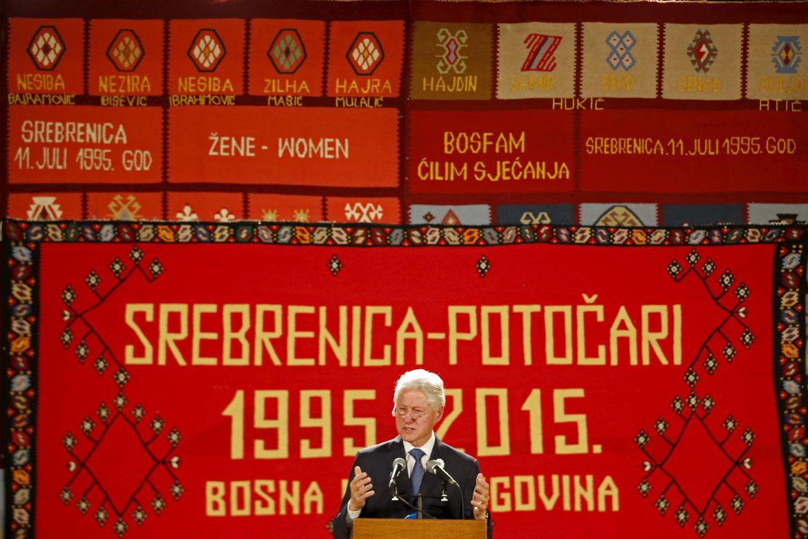 Bill Clinton při projevu v rámci pietního aktu v Srebrenici