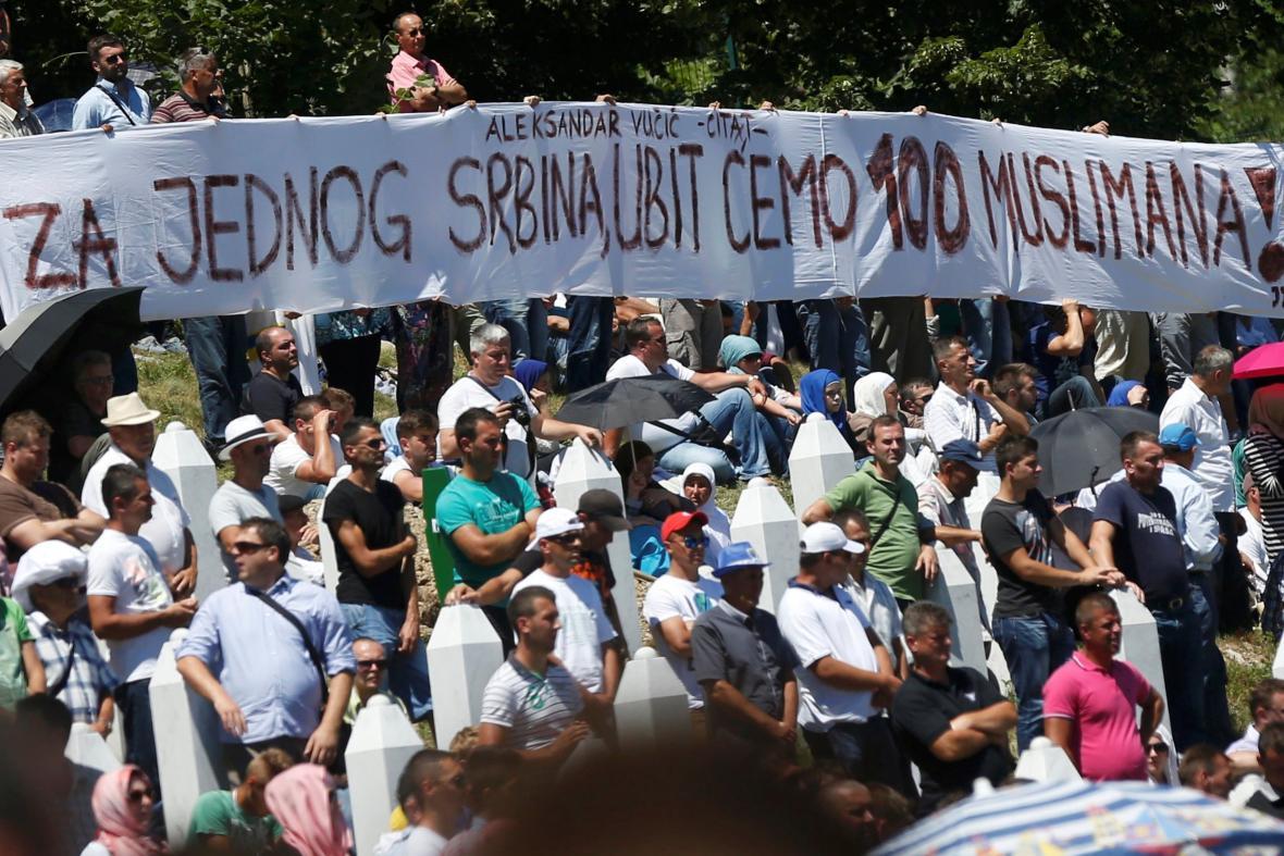 Slogan odkazující na někdejší výrok srbského premiéra