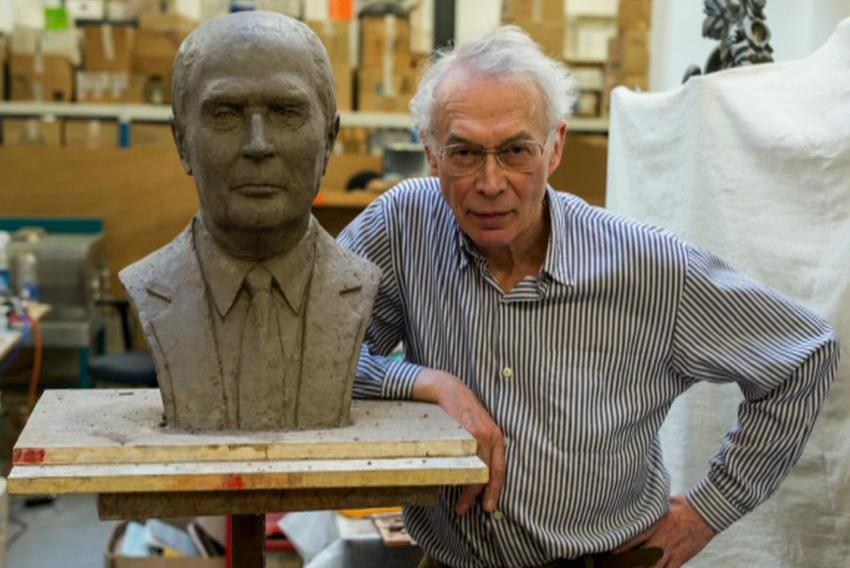 Busta Francoise Mitterranda a její autor, sochař Jan Zelenka