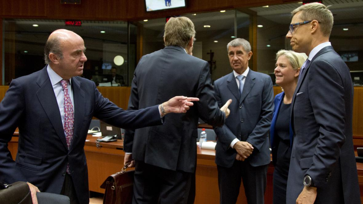 Zleva španělský ministr Luis de Guindos, český ministr Andrej Babiš a finský ministr Alexander Stubb
