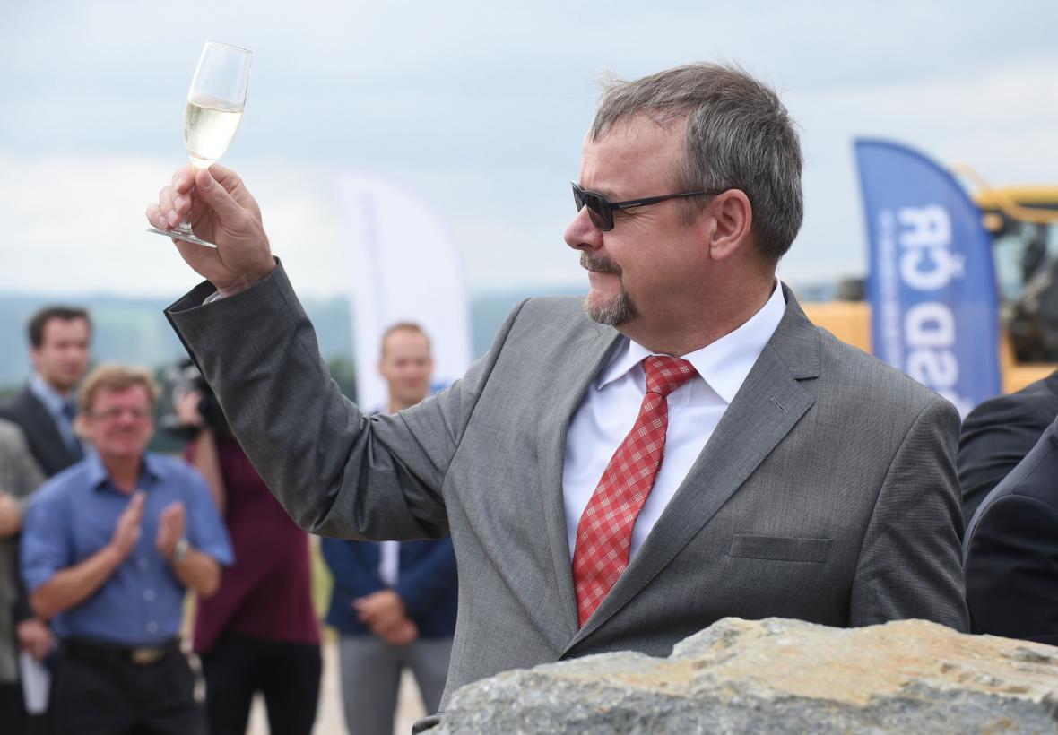 Ministr dopravy Daň Ťok otevírá dostavbu dálnice D1 u Přerova