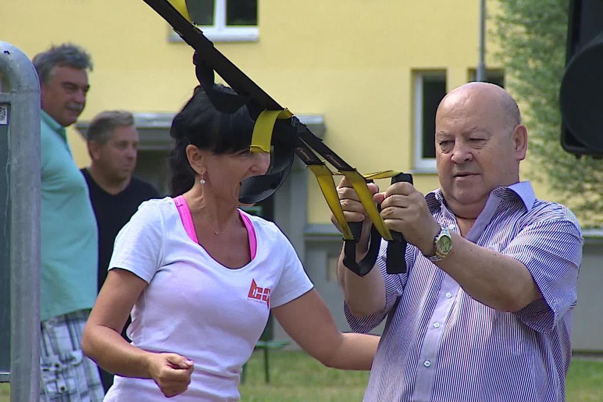 Venkovní cvičení seniorů v Brně-Žabovřeskách