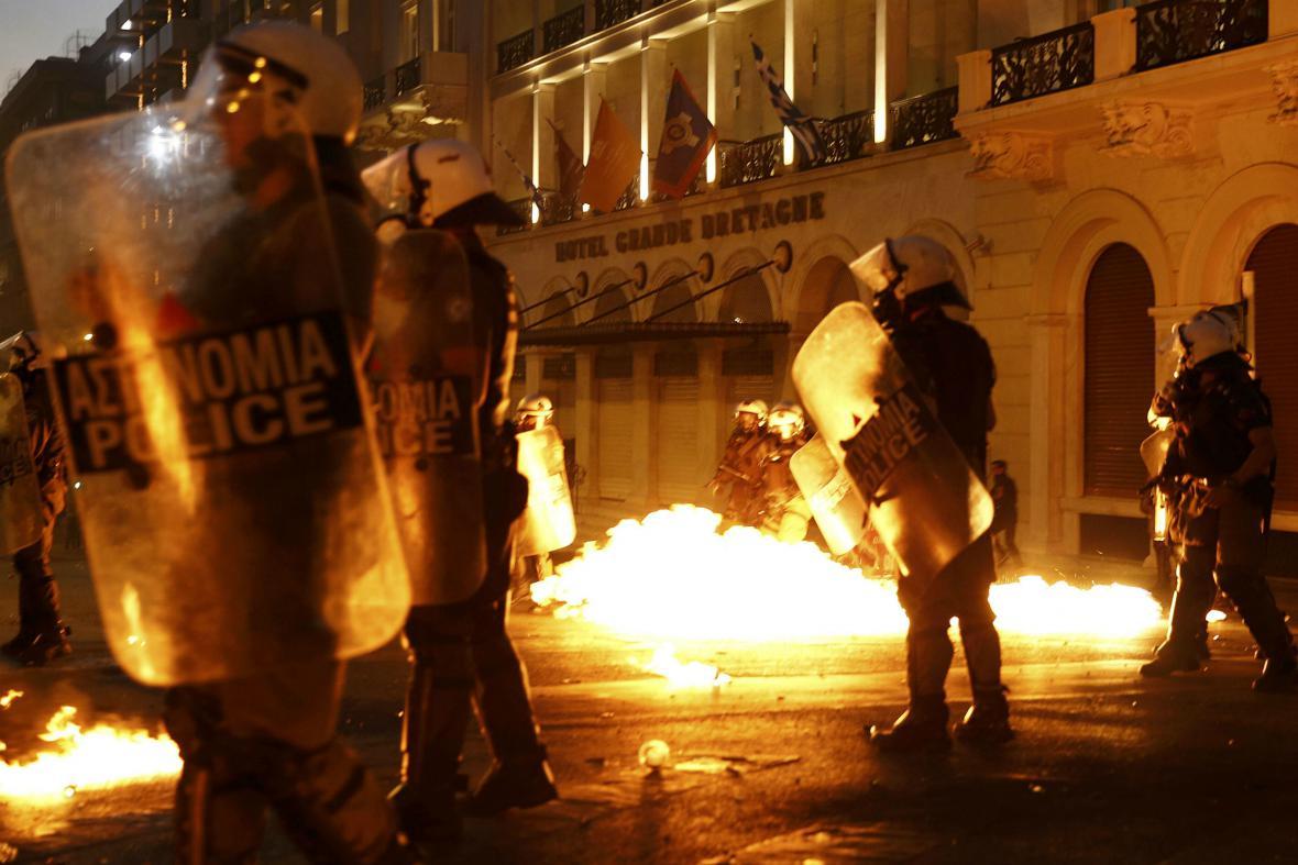Střety radikálů s policií v centru Atén