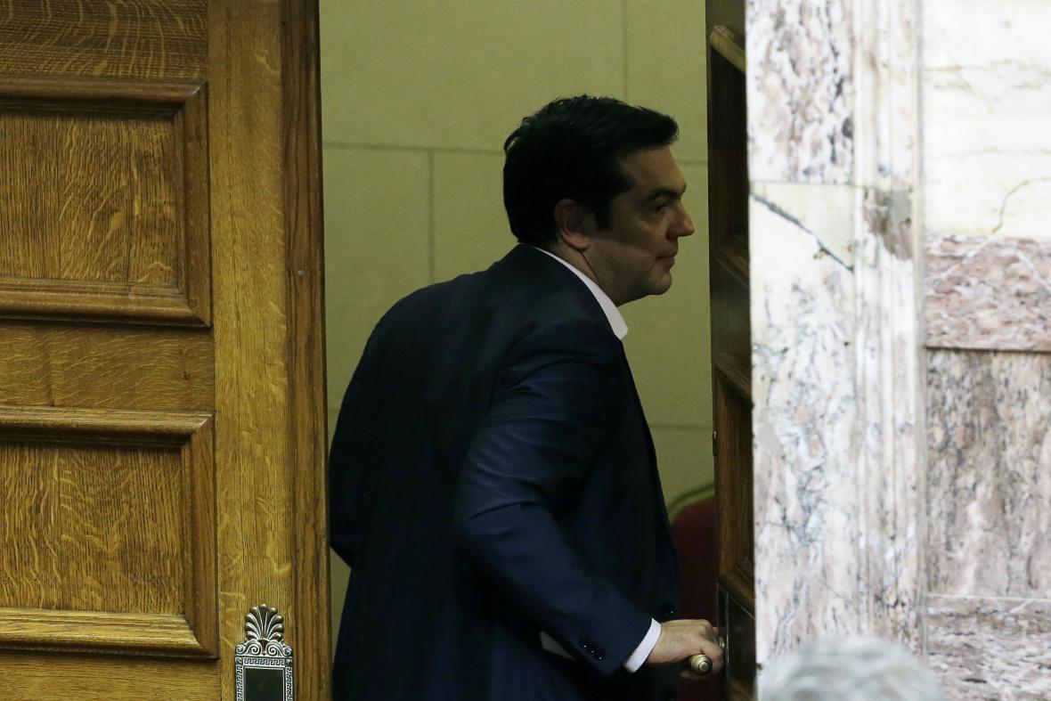 Tsipras odchází po hlasování o úsporných reformách z budovy parlamentu