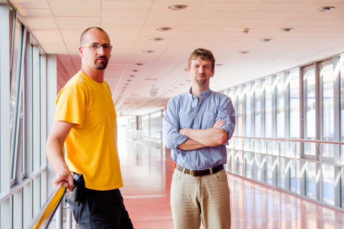 Vědci Mário Špírek a Lumír Krejčí