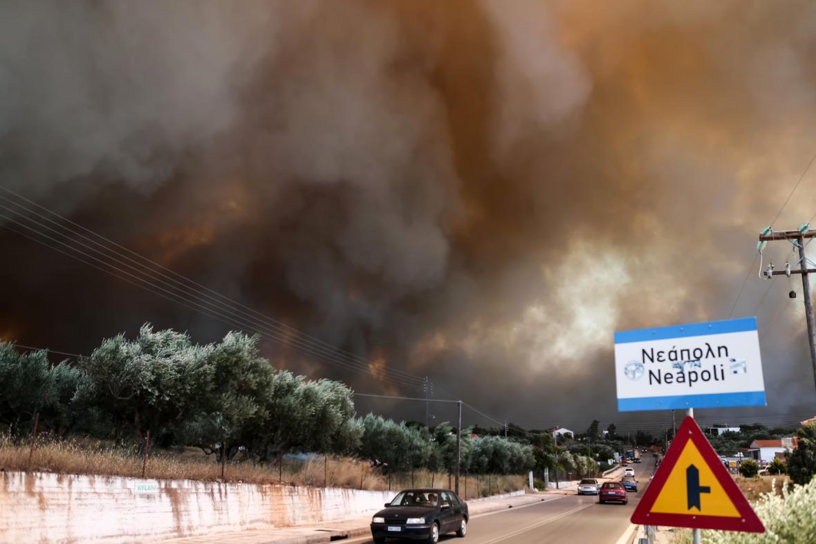 Požár u řeckého města Neapoli