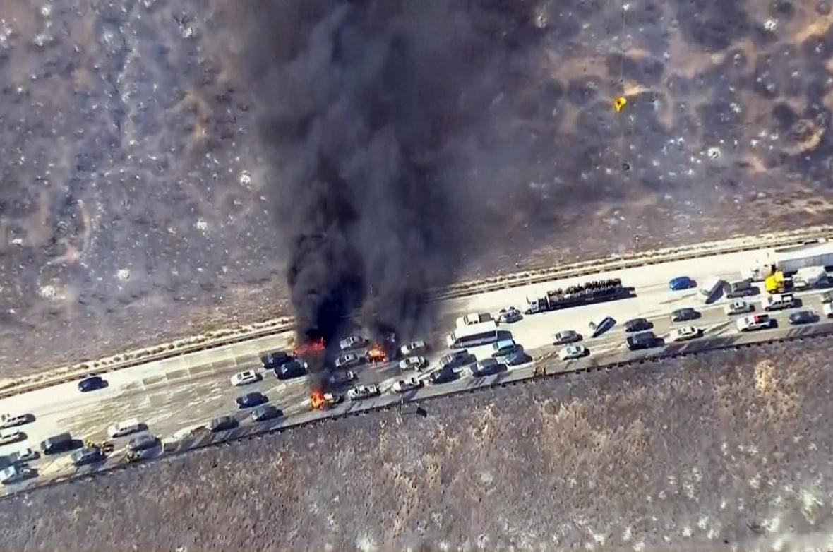 Požár na dálnici v Kalifornii