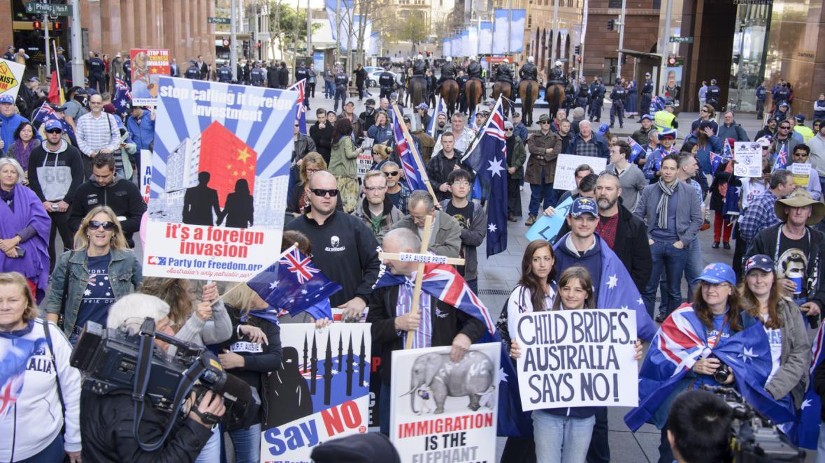 Odpůrců imigrace se v australských městech sešlo několik stovek
