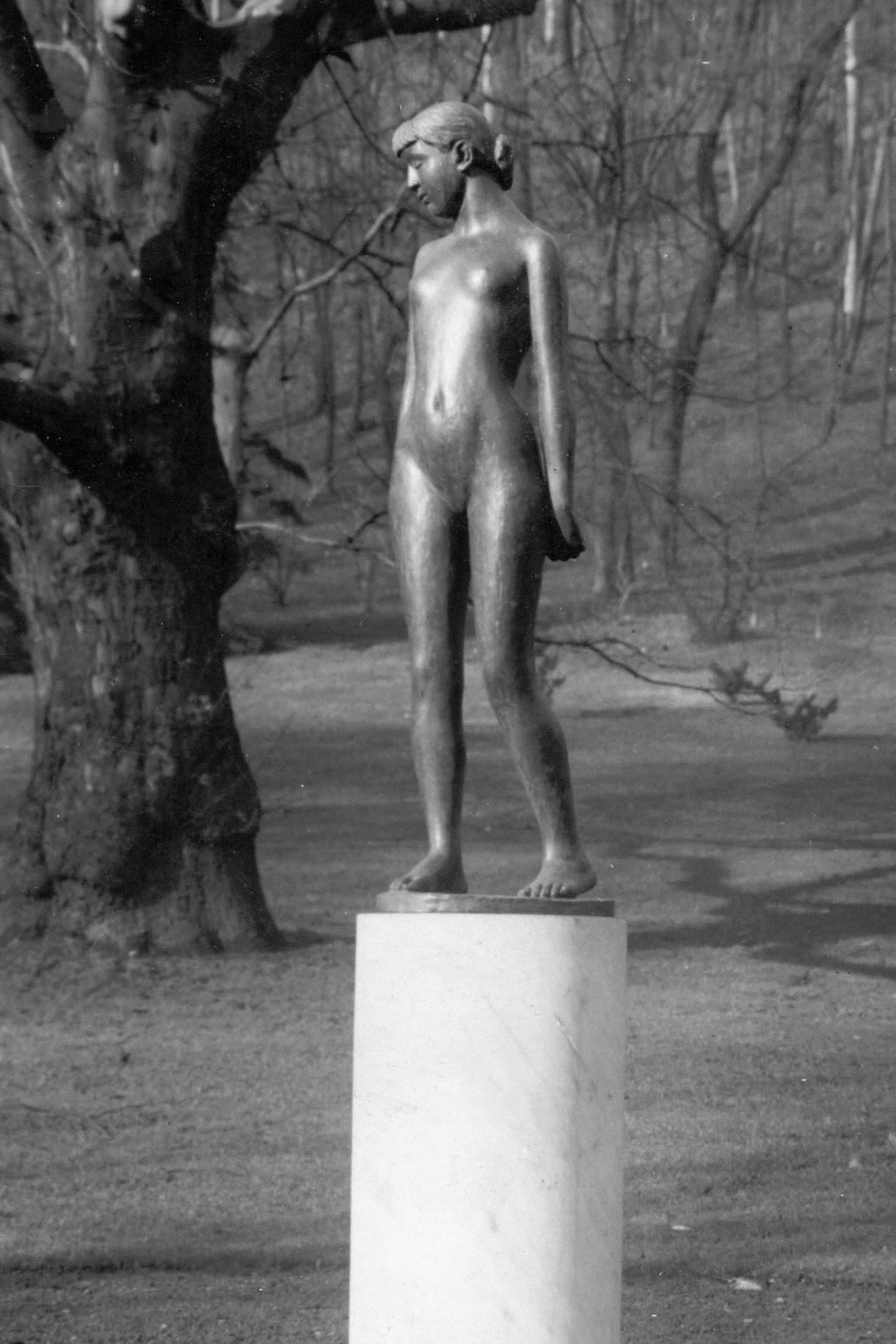 Zmizelá socha Čtrnáctileté od Karla Dvořáka