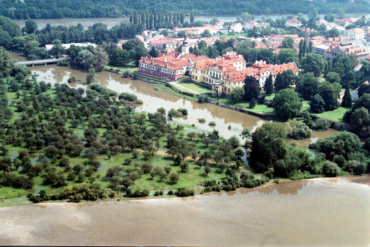 Zámek Zbraslav při povodni v roce 2002