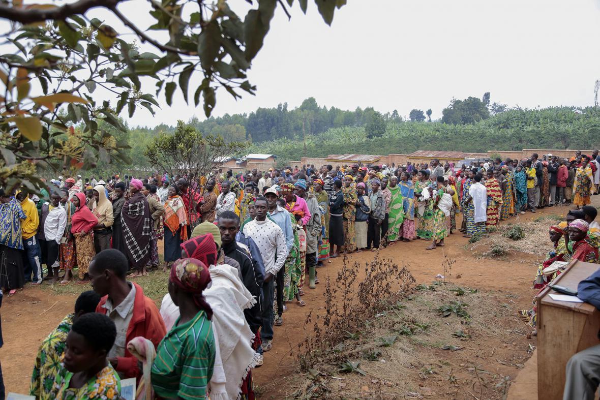 Fronty voličů v Burundi