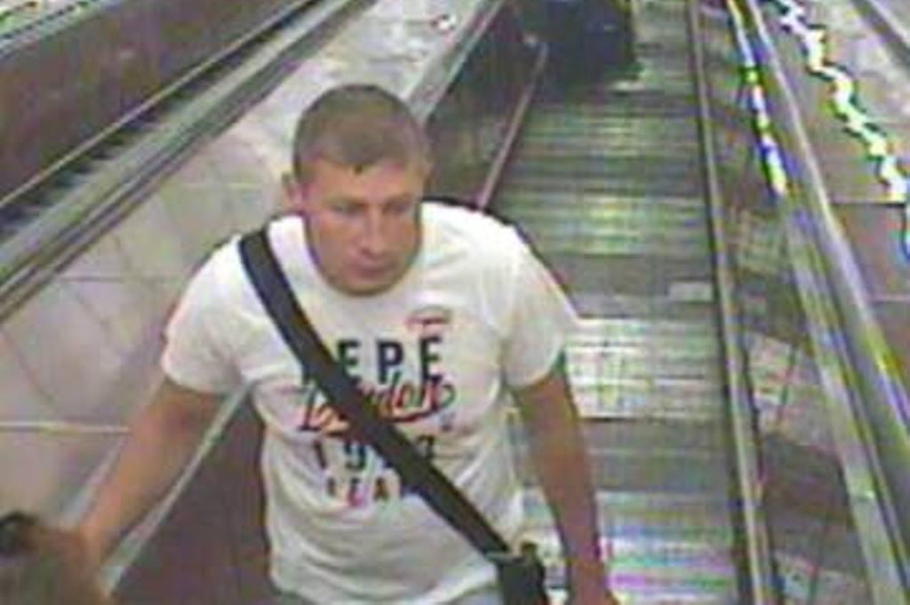 Bělorus Aljaksandr Astapkukov podezřelý z vraždy v Praze na Florenci