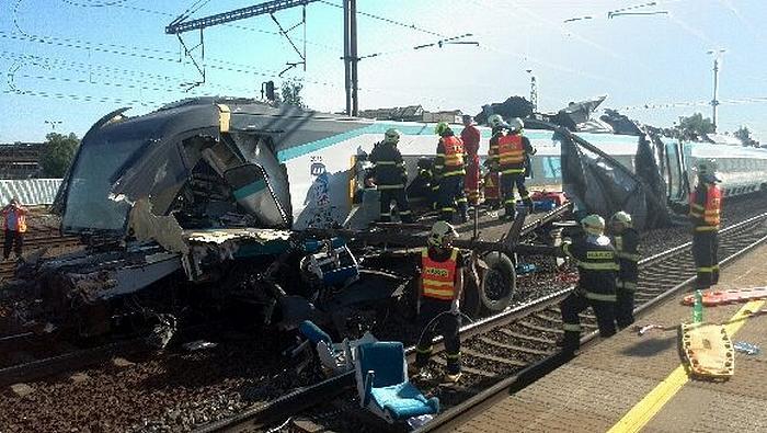 Hasiči zasahují u havárie vlaku