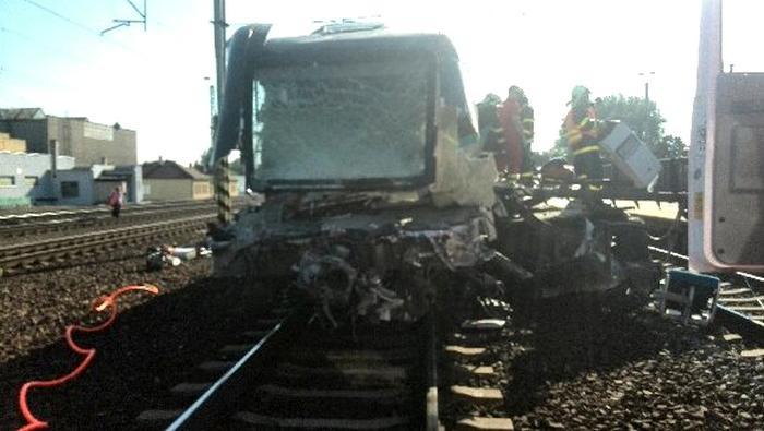 Zdemolovaná přední část vlaku