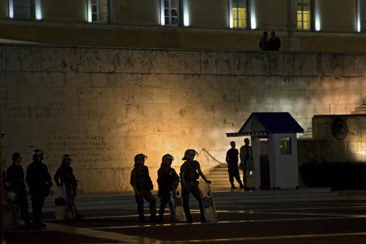 Policejní hlídka před řeckým parlamentem