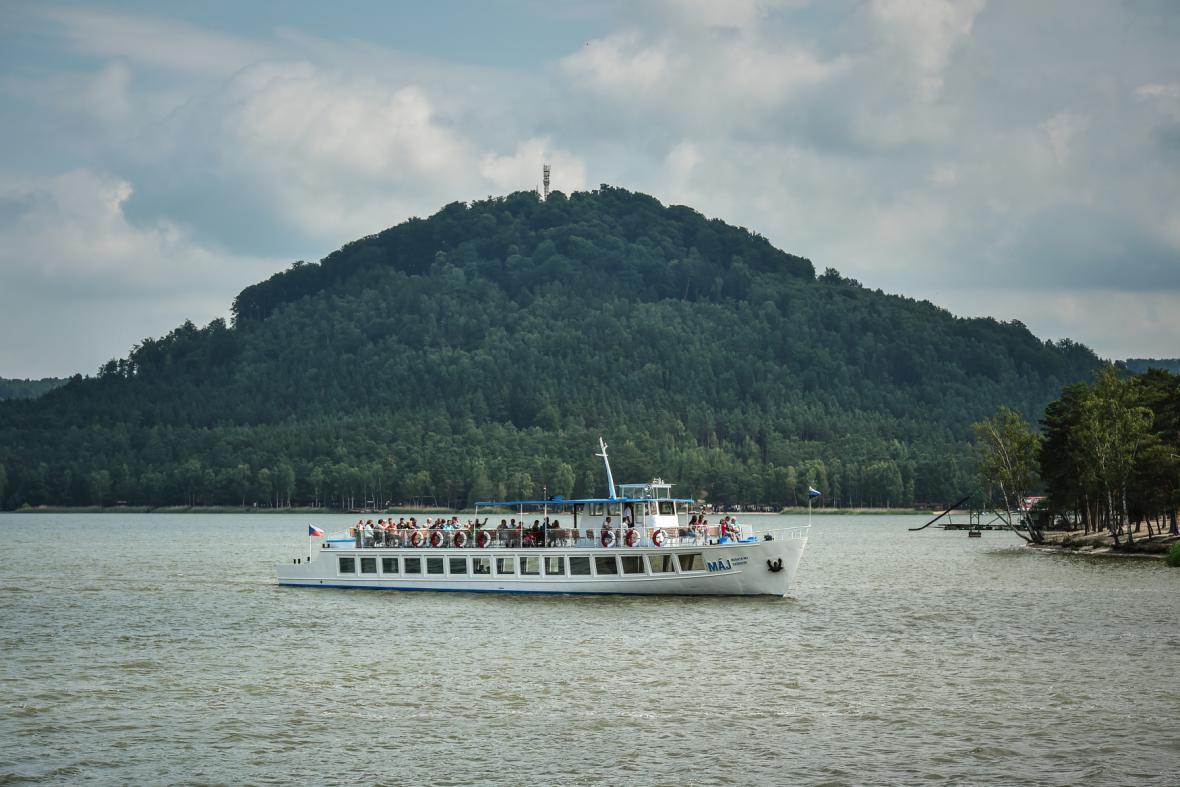 Lodě znovu vyplouvají na Máchovo jezero