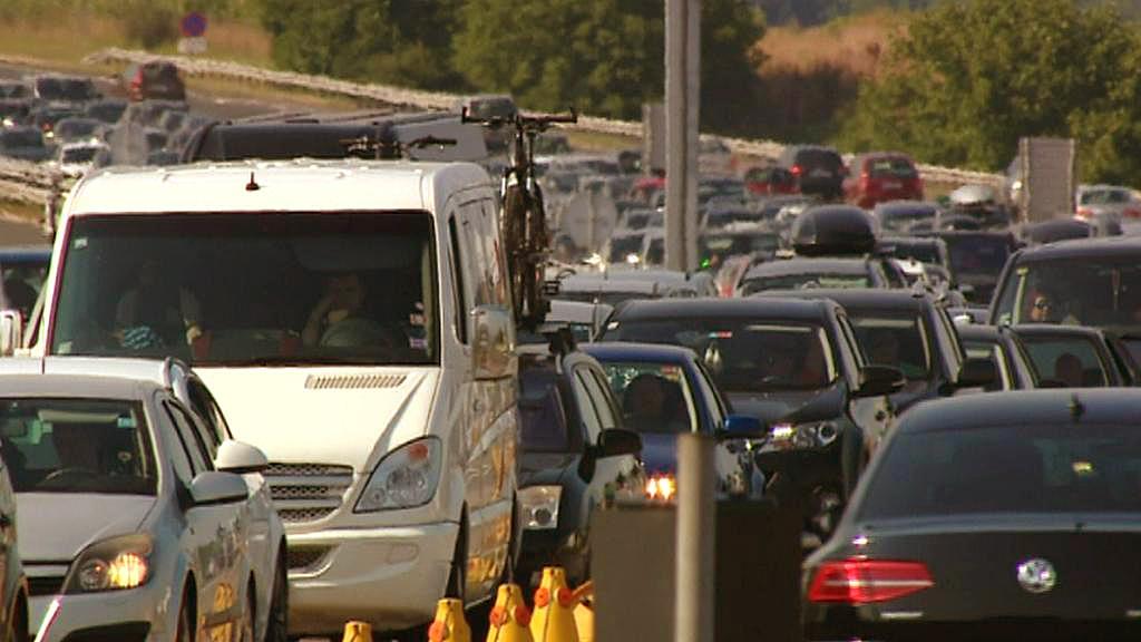 Dopravní zácpy na cestách na Jadran