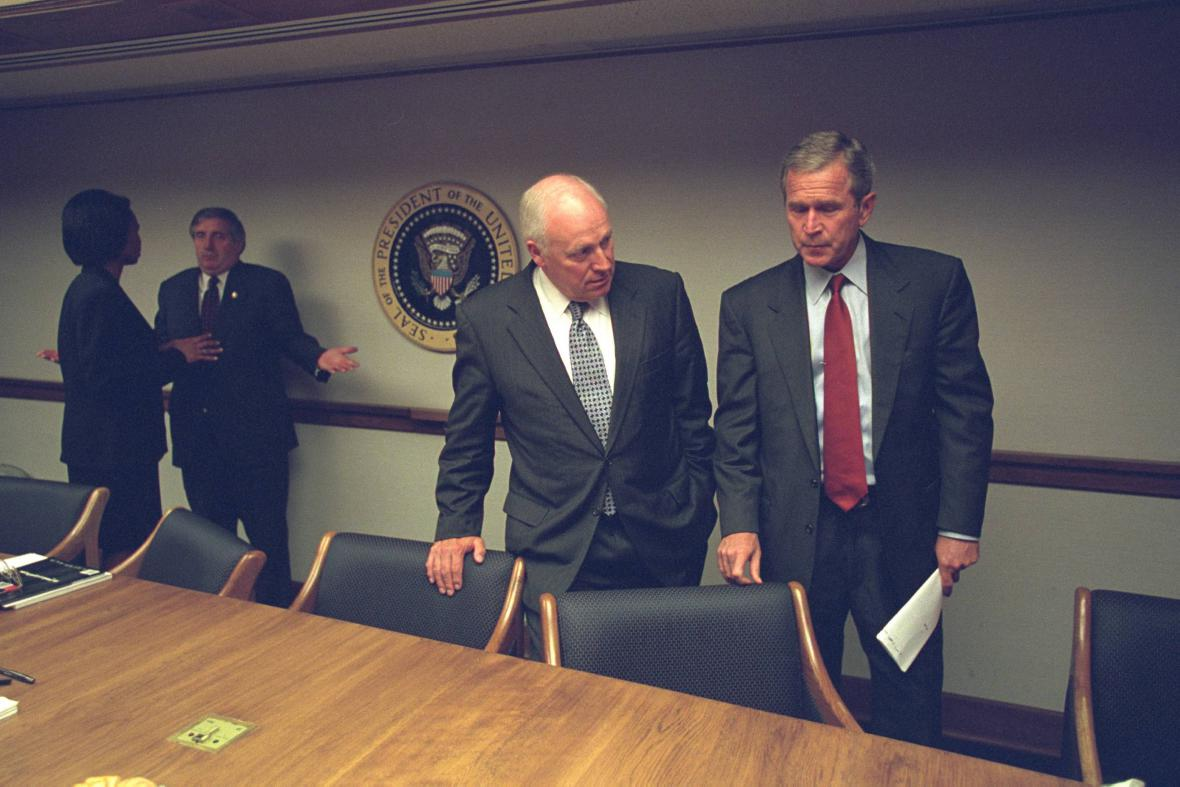 Dick Cheney a George Bush několik hodin po atentátech z 11. září