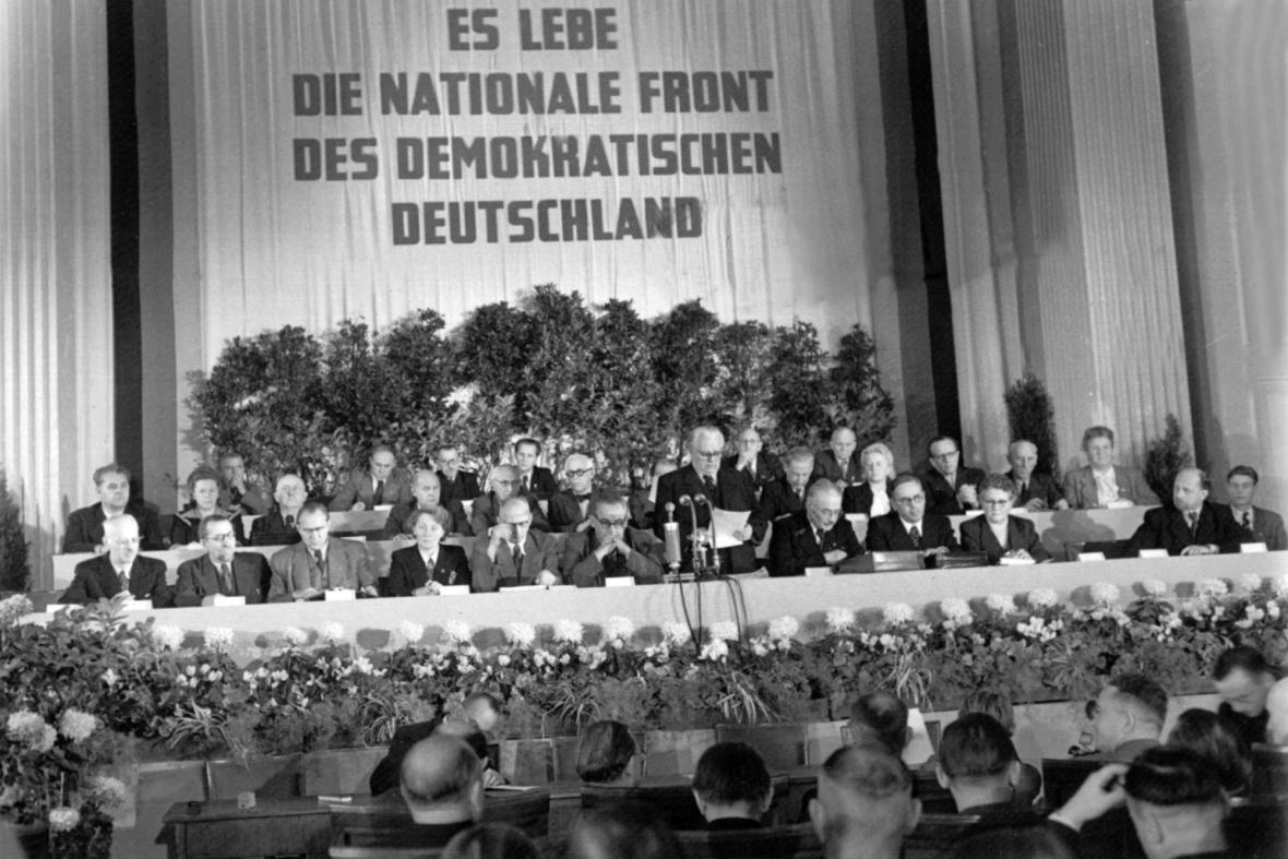 Wilhelm Pieck oznamuje 7. října 1949 vznik Německé demokratické republiky