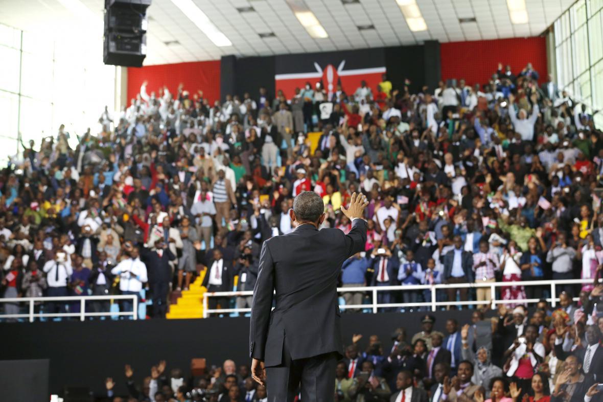 Barack Obama po projevu na stadionu Kasarani