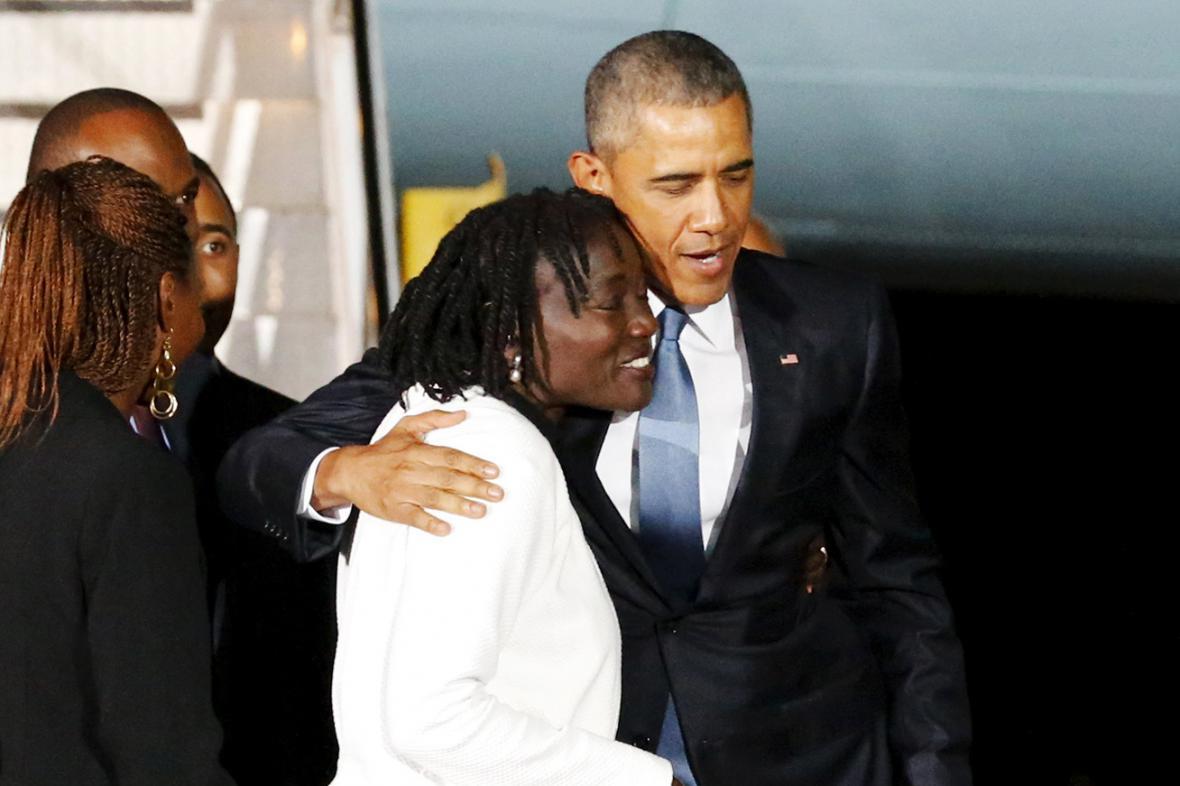 Barack Obama se svou nevlastní sestrou Aumou