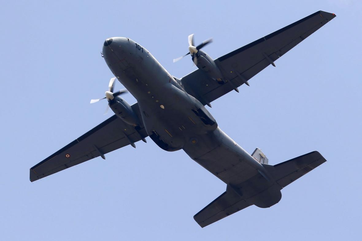 Turecký vojenský letoun C-160D startující ze základny Incirlik