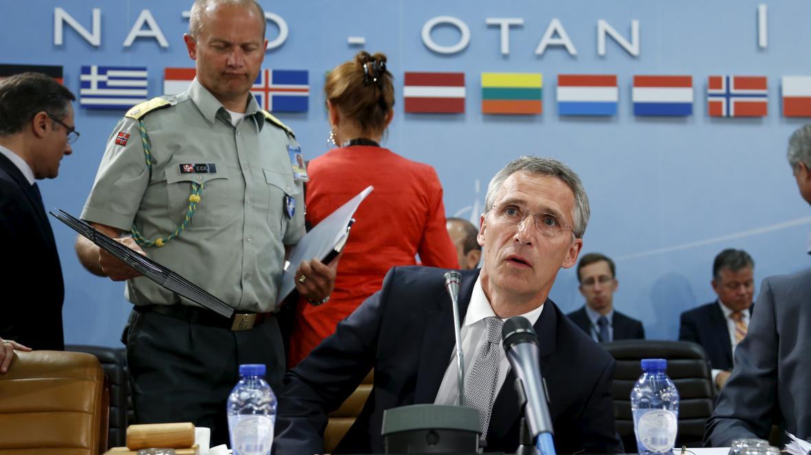 Šéf NATO Jens Stoltenberg na zasedání Aliance, o které požádalo Turecko