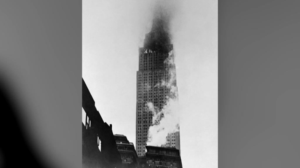 Empire State Building náraz letadla ustál