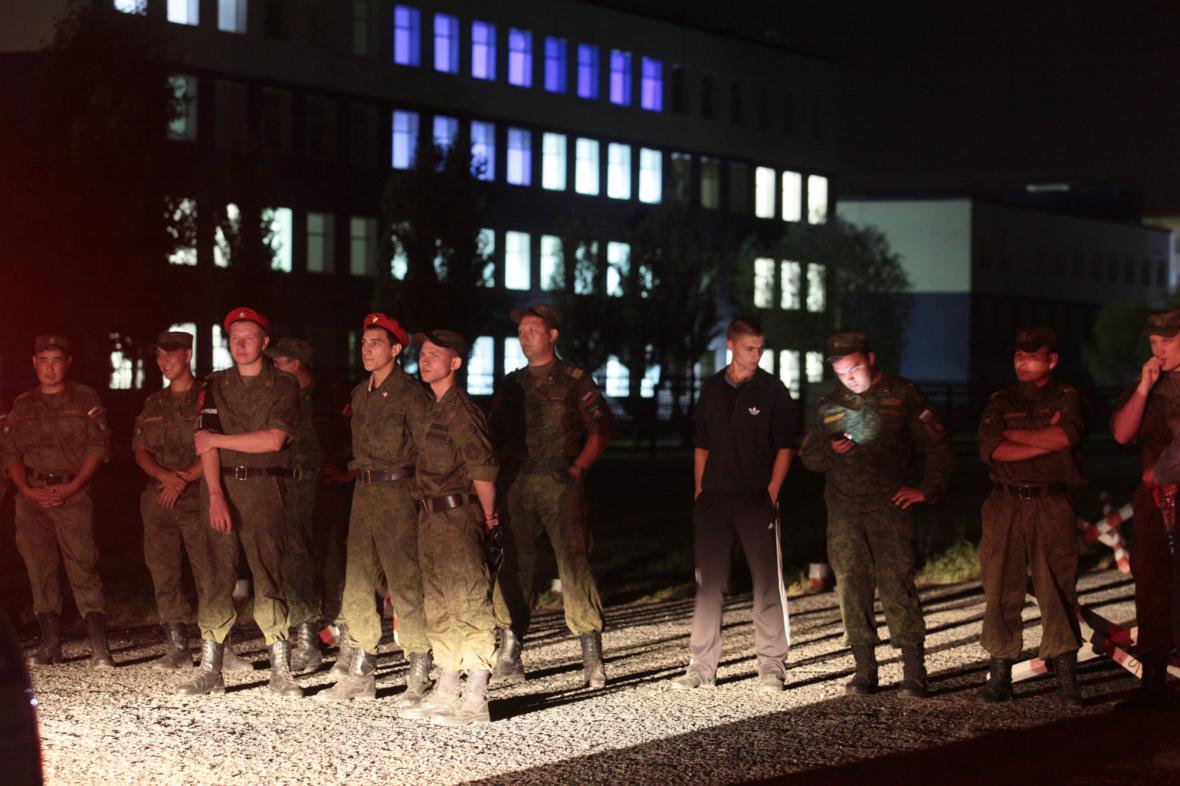 Záchranáři nasazení u kasáren v Omsku