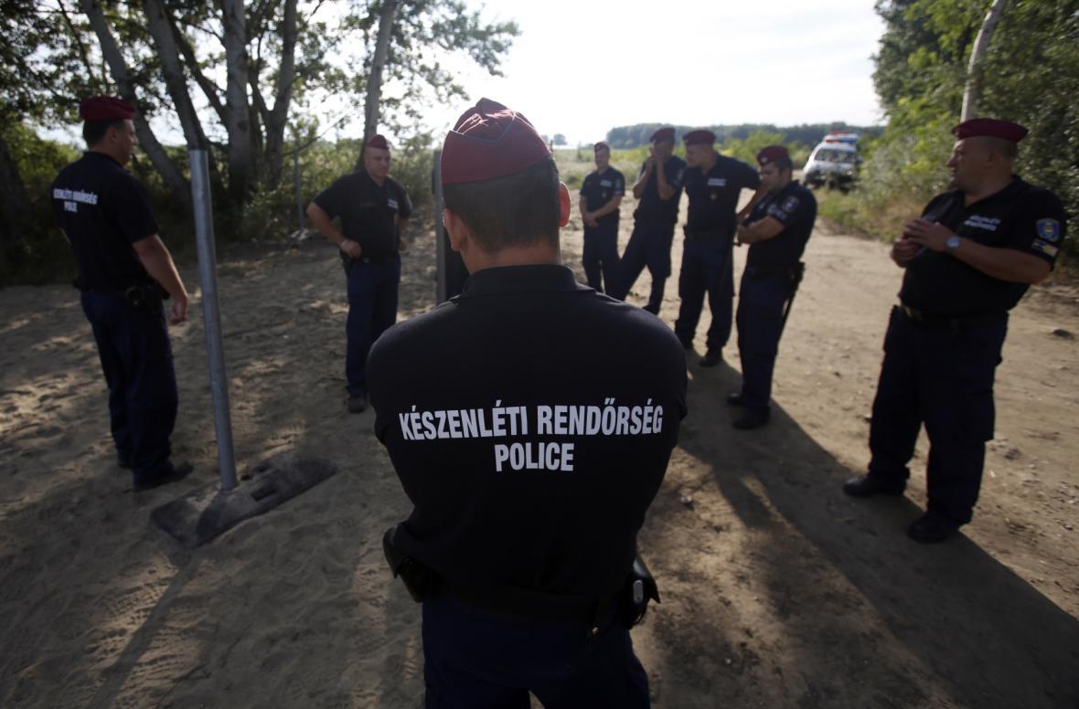 Maďarsko začalo stavět plot proti ilegální migraci