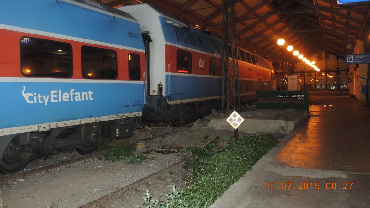 Vykolejený vlak na Masarykově nádraží