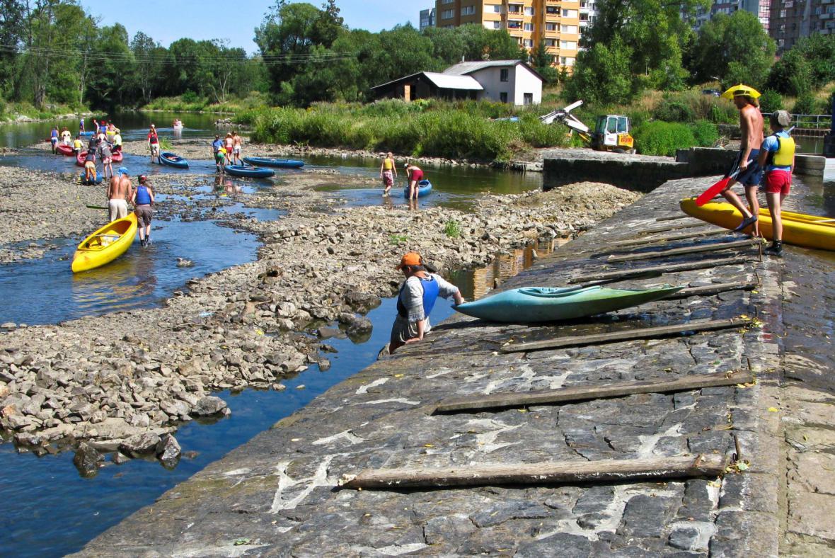 Některé řeky jsou kvůli suchu špatně sjízdné