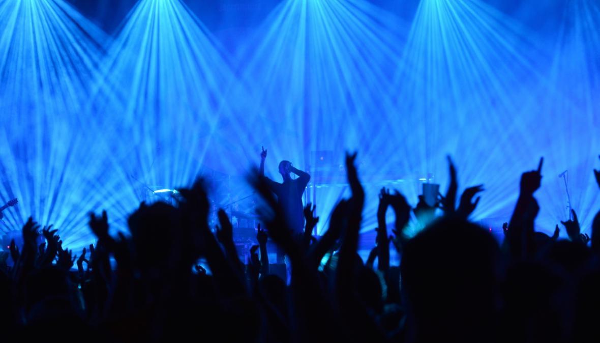 Skupina Modestep vystoupila hudebním festivalu Rock for People