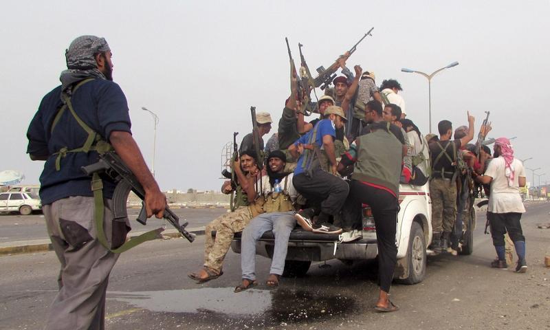 Provládní jednotky slaví zisk klíčových míst Adenu