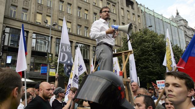 Předseda Národní demokracie Adam Bartoš na demonstraci proti imigrantům