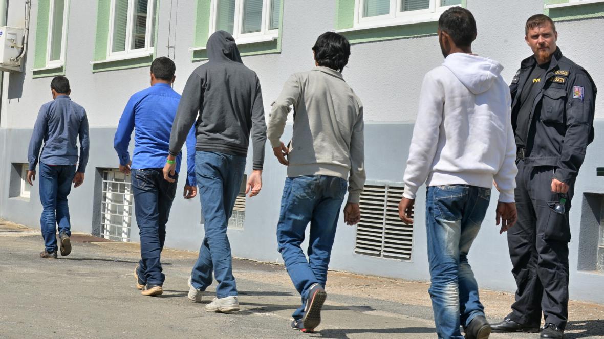 V maďarském kamionu bylo 76 uprchlíků