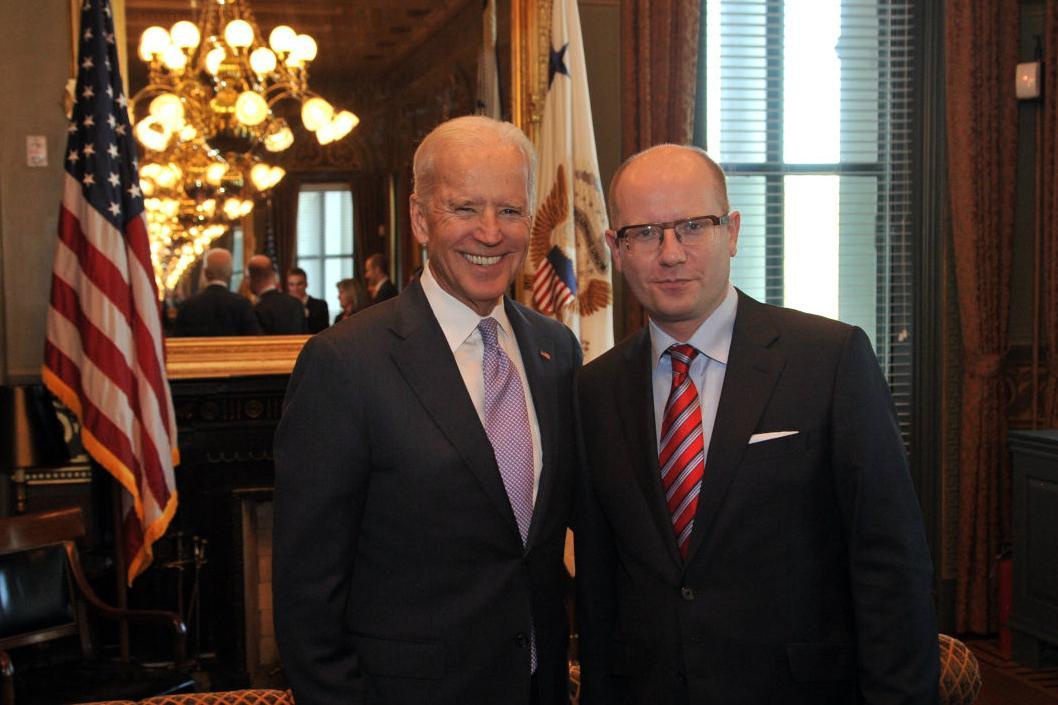 Joe Biden se setkal i s českým premiérem Bohuslavem Sobotkou