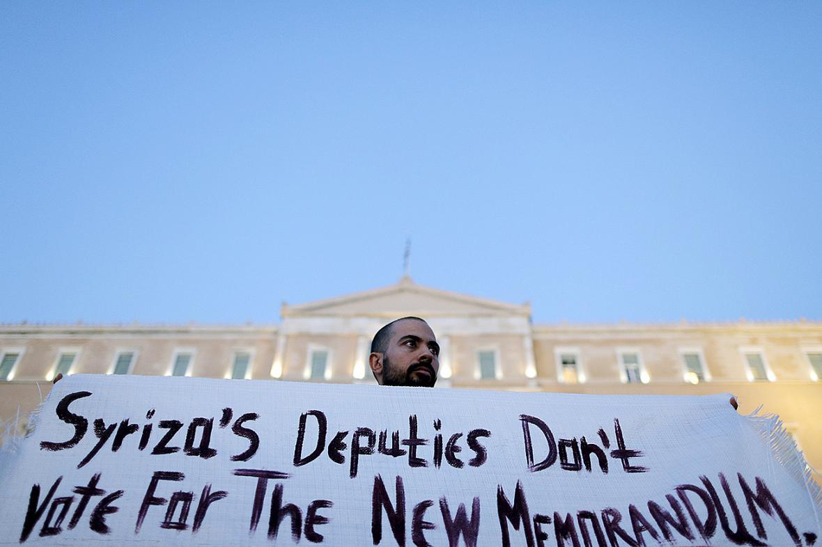 Demonstrace před řeckým parlamentem