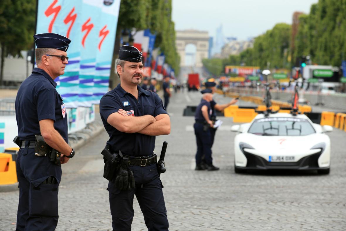 Policie v Paříži je kvůli dojezdu Tour de France v pohotovosti