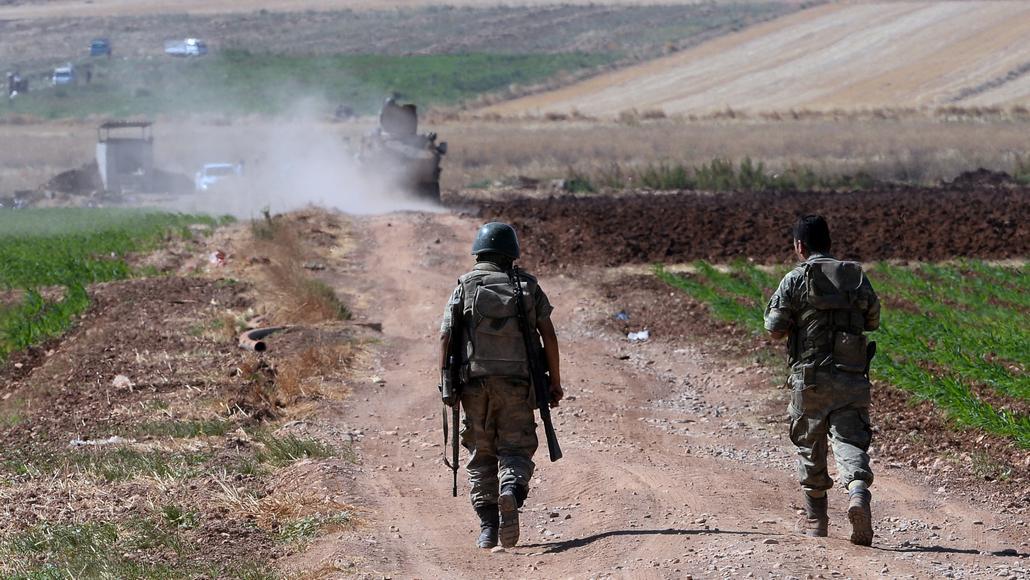 Turecké jednotky poblíž hranic se Sýrií