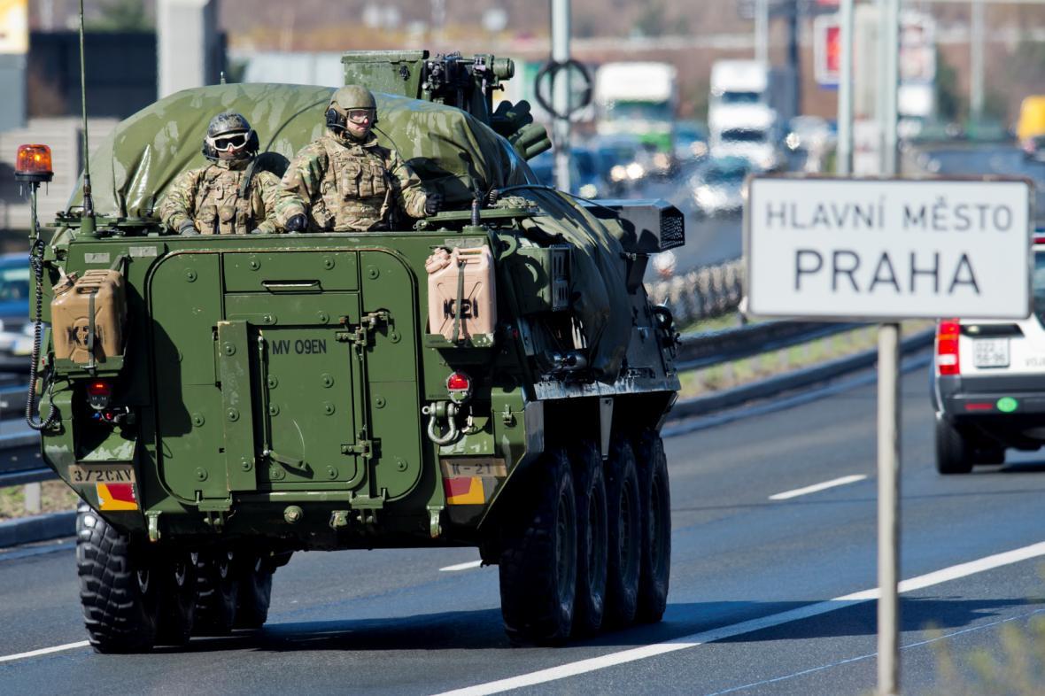Americký vojenský konvoj přijel do Prahy
