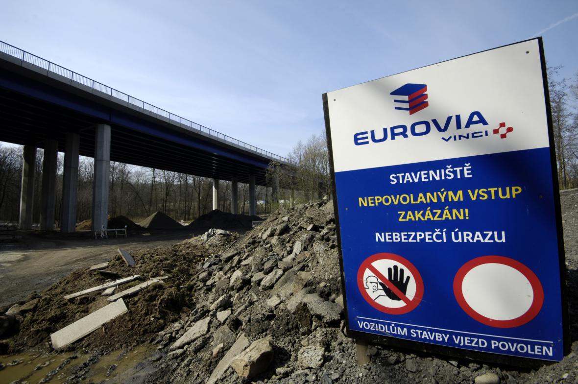 Stavba mostu nové I/11 v Mokrých Lazcích