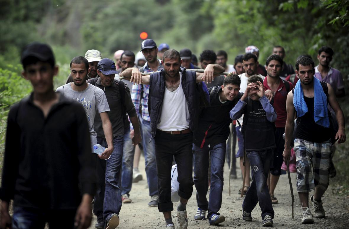 Syrští migranti v Makedonii poblíž řecké hranice