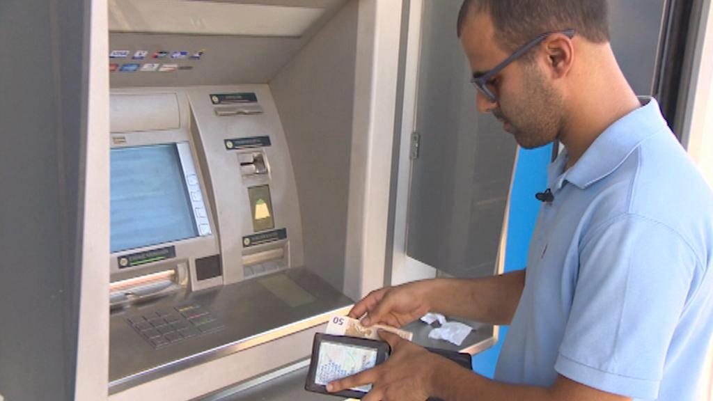 Apostolis Gaglias a jeho pravidelná cesta k bankomatu