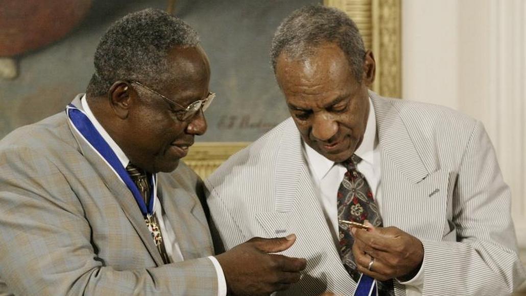 Bill Cosby (vpravo) s baseballistou Hankem Aaronem