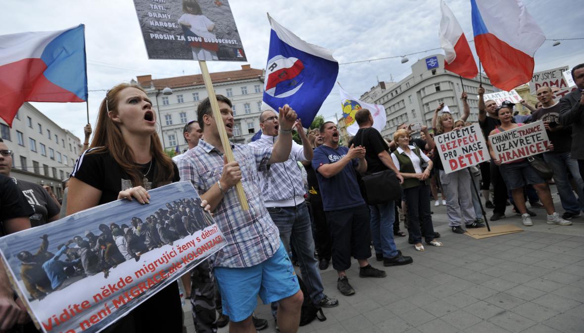 Protest proti migrantům směřujícím do Evropy uspořádali radikálové z Dělnické mládeže