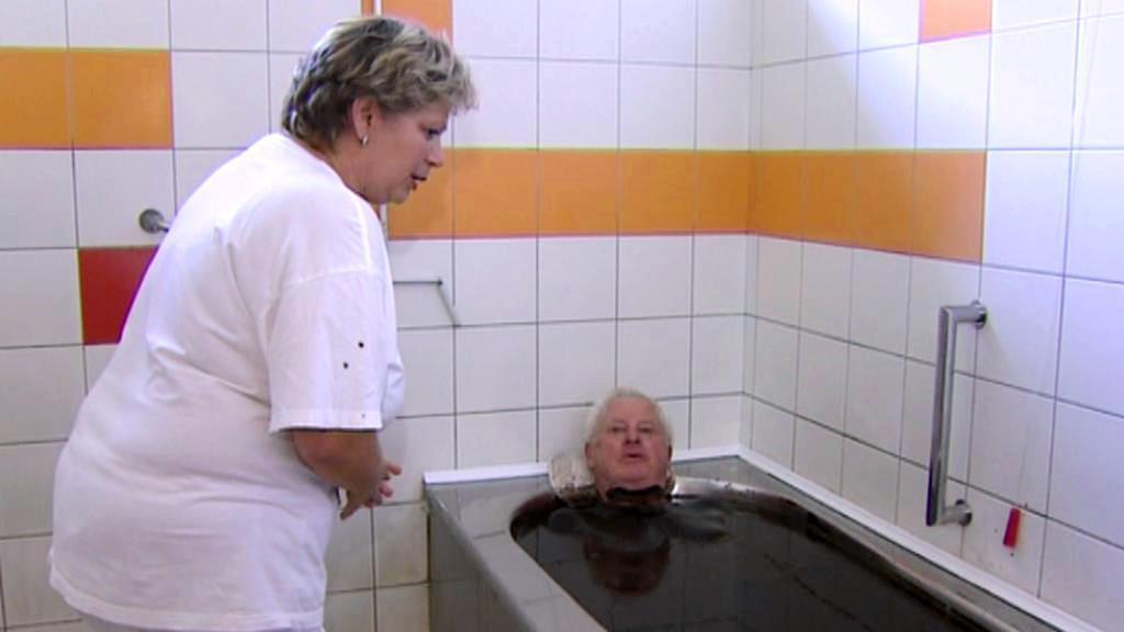 Rašelinová koupel v třeboňských lázních