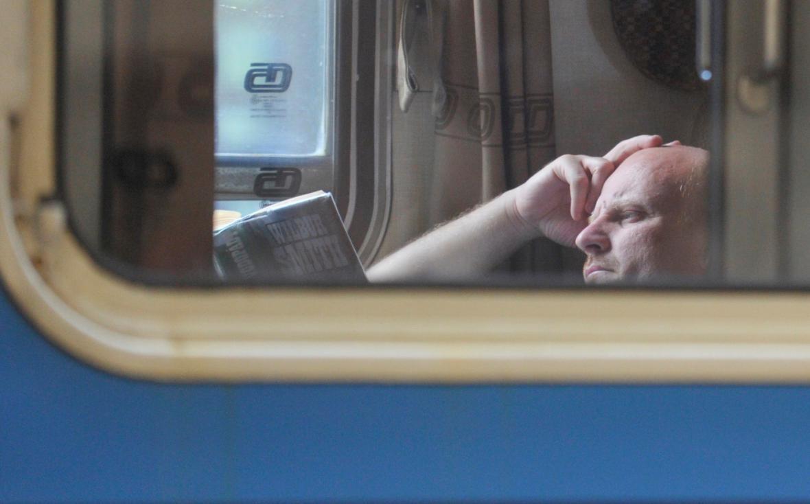 Čtení ve vlaku